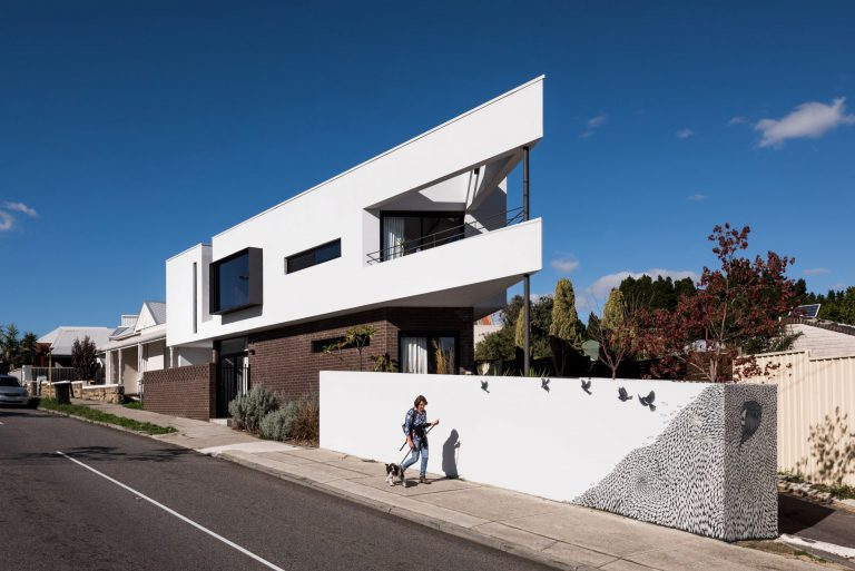 1-Triangle-House-exterior-landscape-Mount-Lawley-architect-by-Robeson-Architects