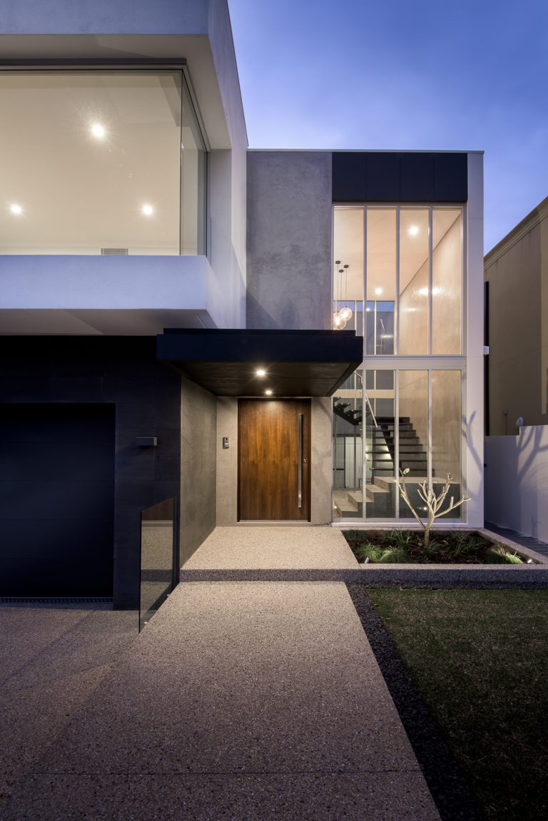 1-front-entrance-Ardross-architect-Robeson-Architects-Perth
