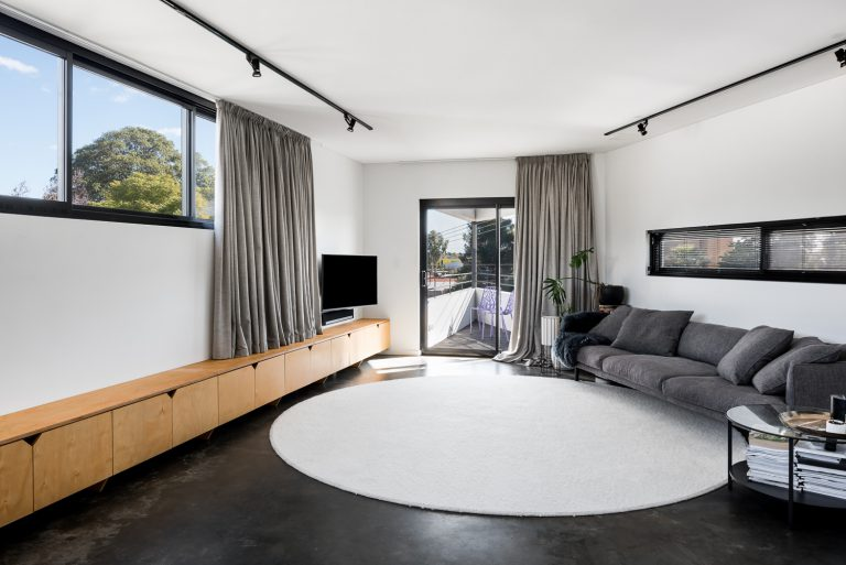 10-Triangle-House-living-room-Mount-Lawley-architect-by-Robeson-Architects