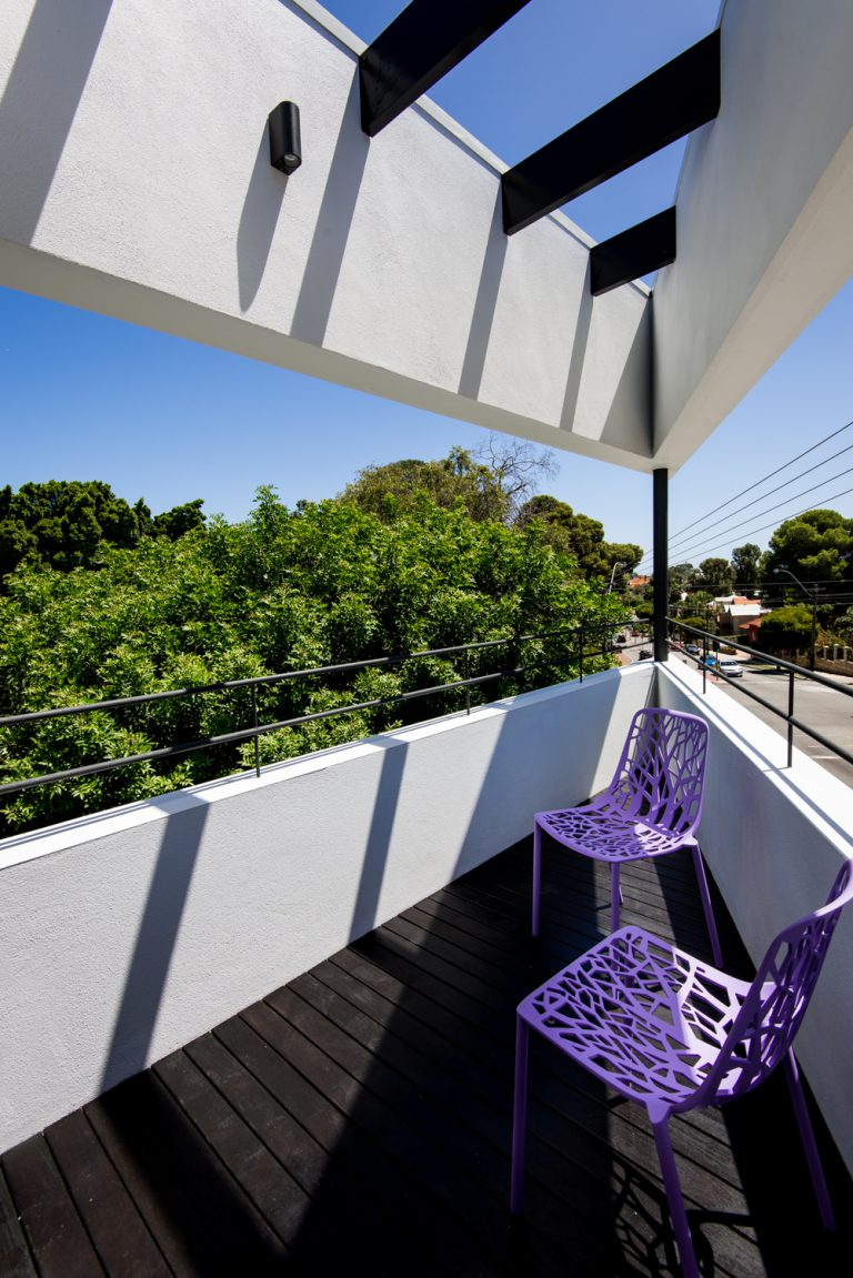 14-Triangle-House-balcony-Mount-Lawley-architect-by-Robeson-Architects