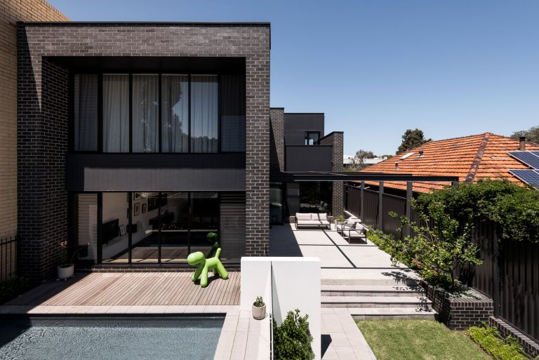 1_exterior-and-pool-landscape-urban-house-western-suburbs-architect-Robeson-Architects