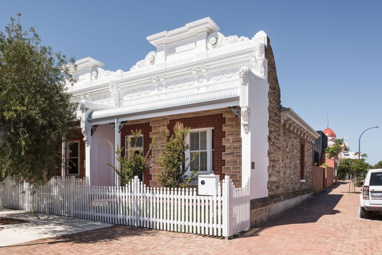 2-heritage-frontage-King-George-heritage-renovation-Fremantle-residential-achitecture-by-Robeson-Architects