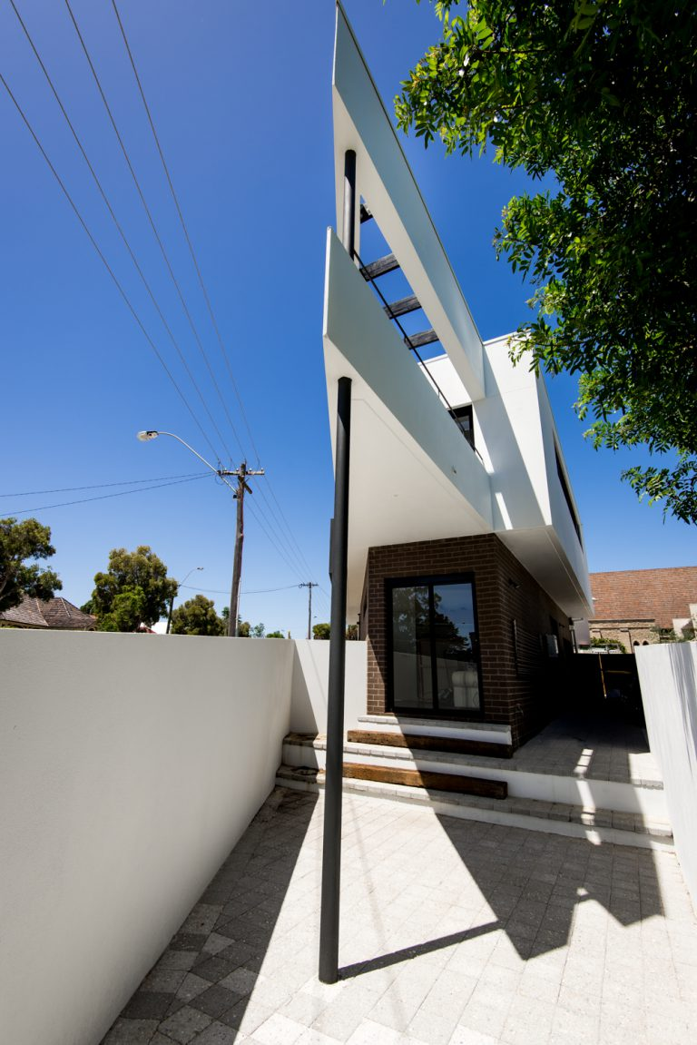 21-Triangle-House-pointy-balcony-Mount-Lawley-architect-by-Robeson-Architects