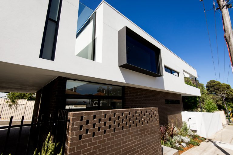 24-Triangle-House-projecting-steel-box-Mount-Lawley-architect-by-Robeson-Architects