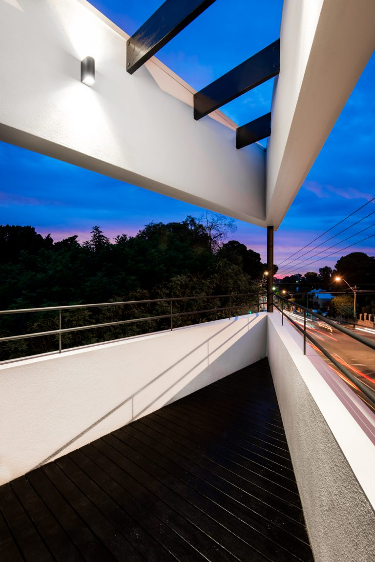 26-Triangle-House-balcony-evening-Mount-Lawley-architect-by-Robeson-Architect