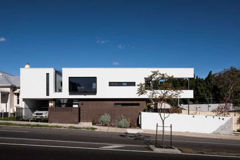 3-Triangle-House-exterior-side-view-Mount-Lawley-architect-by-Robeson-Architects