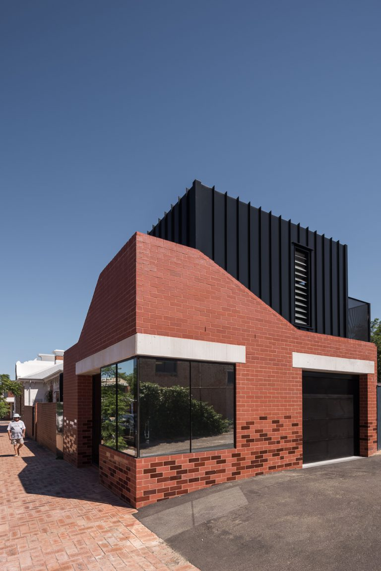 3-modern-extension-angle-profile-King-George-heritage-renovation-Fremantle-residential-achitecture-by-Robeson-Architects