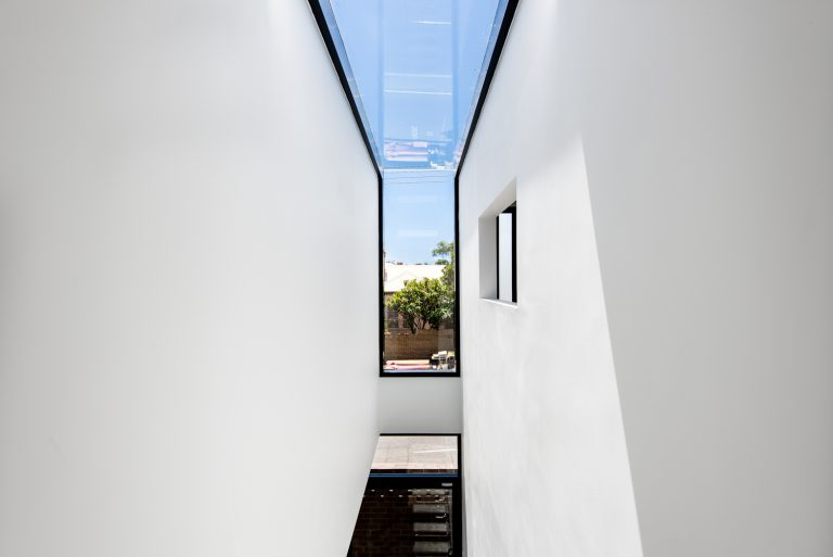 5-Triangle-House-lightwell-Mount-Lawley-architect-by-Robeson-Architects