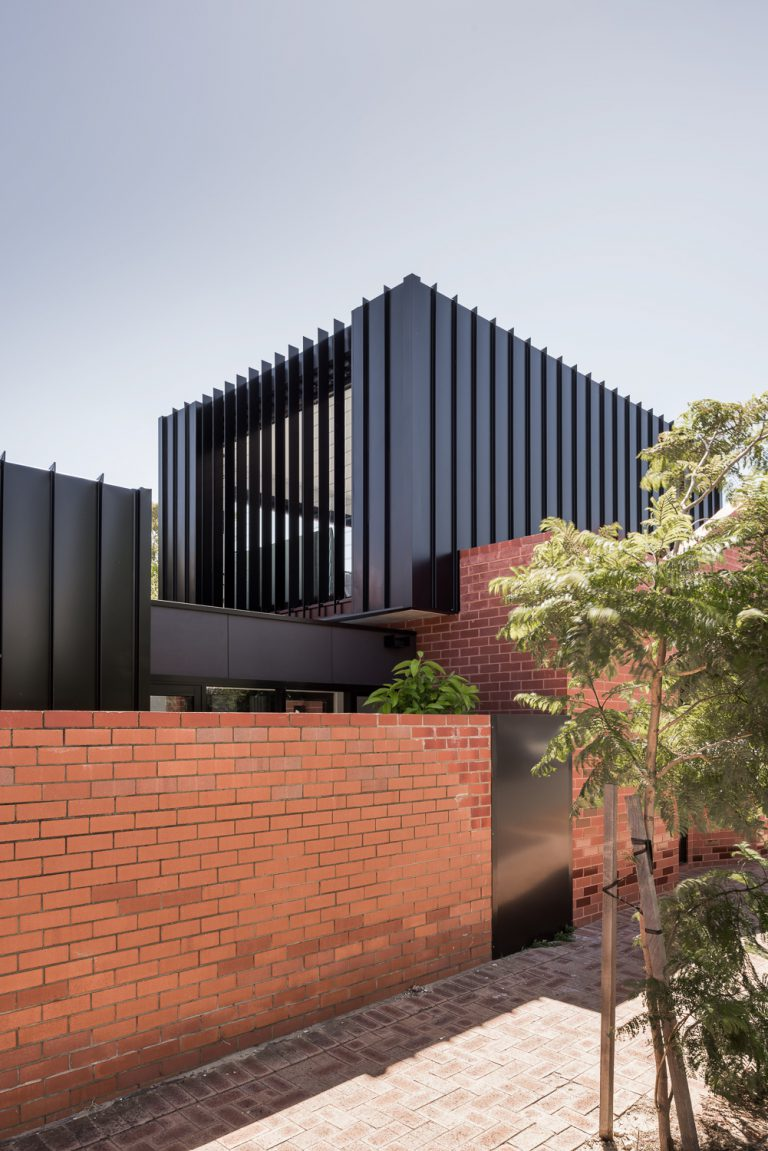 5-aluminium-cladding-extension-King-George-heritage-renovation-Fremantle-residential-achitecture-by-Robeson-Architects