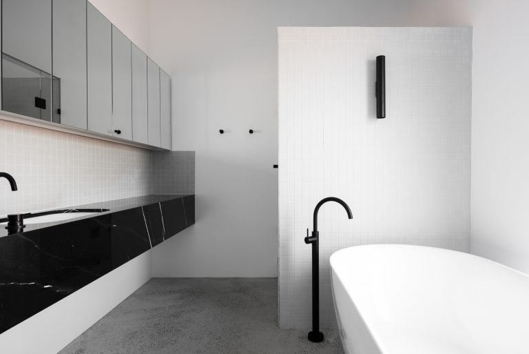 17-bathroom-King-George-heritage-renovation-Fremantle-residential-achitecture-by-Robeson-Architects