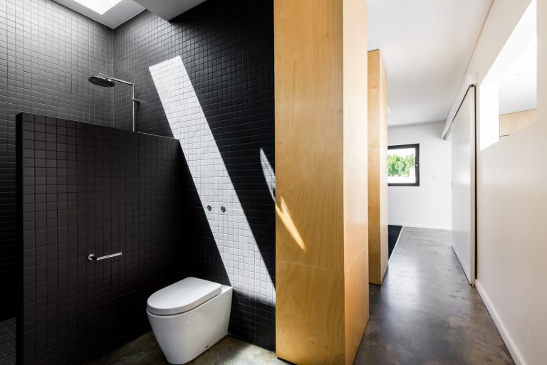 19-Triangle-House-ensuite-to-hallway-Mount-Lawley-architect-by-Robeson-Architects