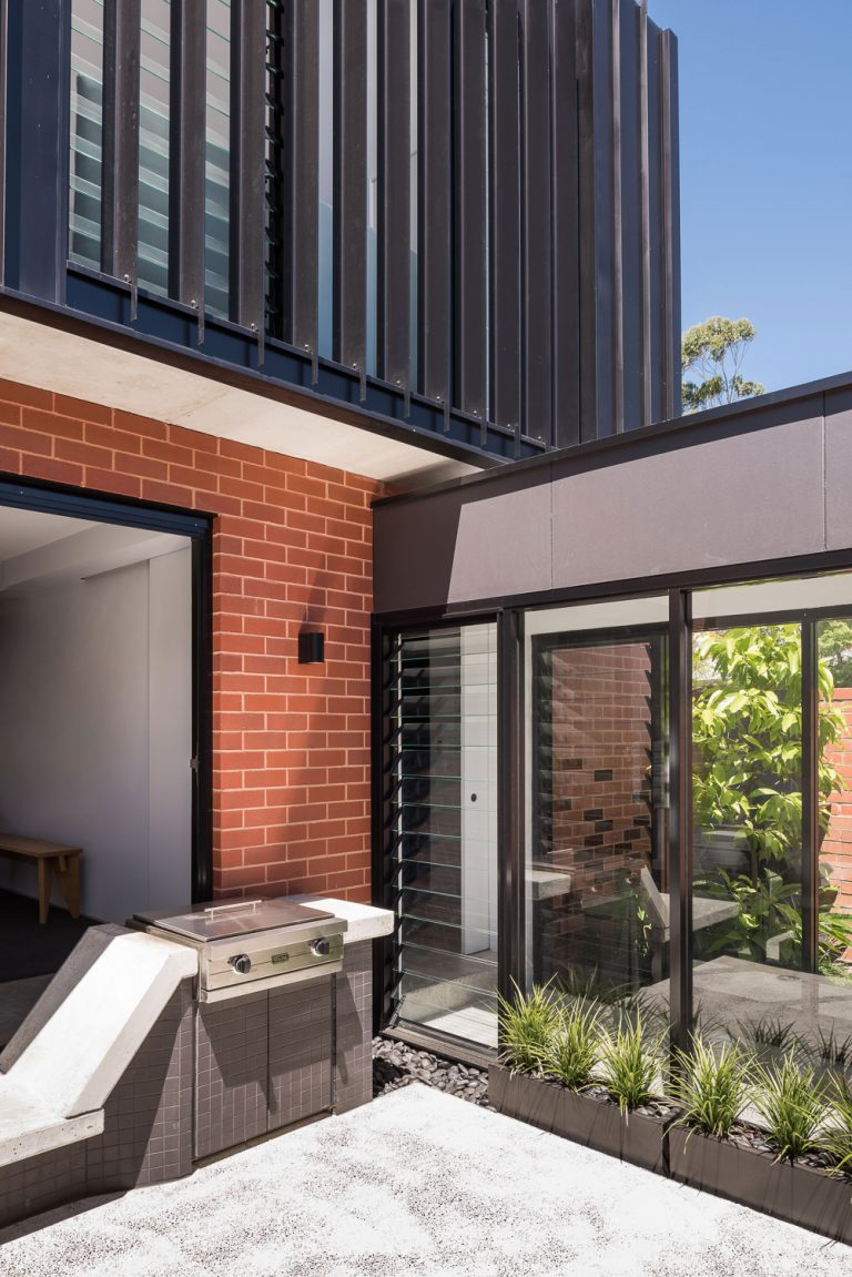 19-concrete-barbecue-King-George-heritage-renovation-Fremantle-residential-achitecture-by-Robeson-Architects
