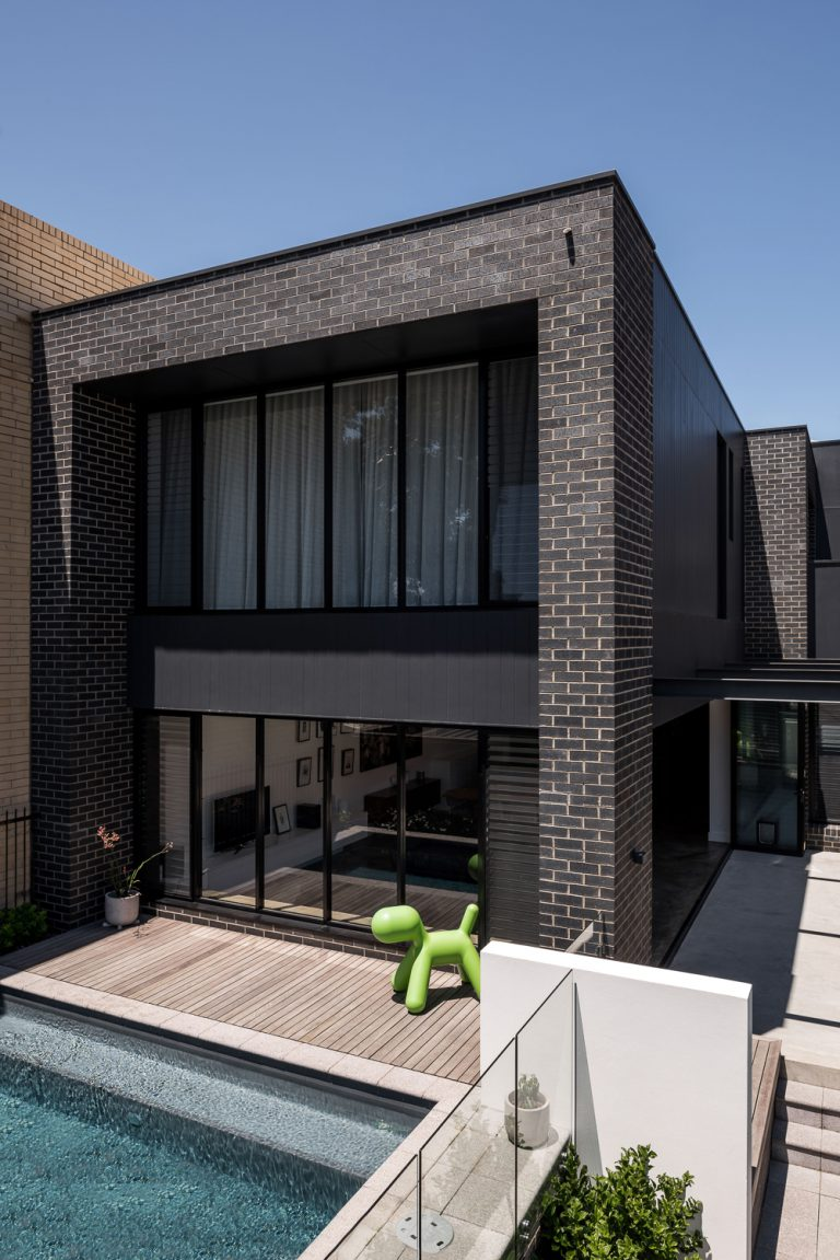 2-angled-photograph-front-exterior-urban-house-western-suburbs-architect-Robeson-Architects-OPTION