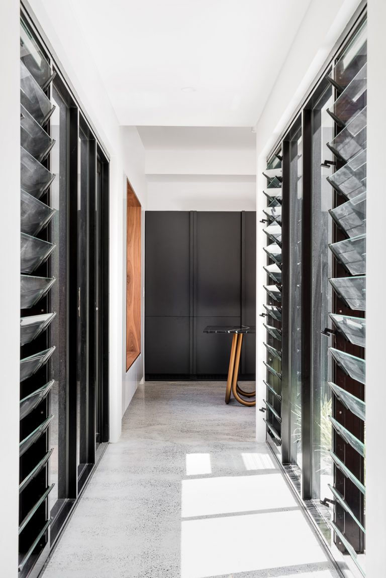 20-hallway-louvres-King-George-heritage-renovation-Fremantle-residential-achitecture-by-Robeson-Architects