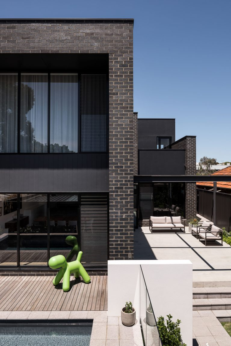 2_exterior-profile-urban-house-western-suburbs-architect-Robeson-Architects