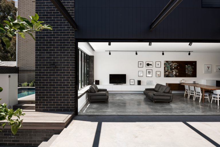3-living-dining-urban-house-western-suburbs-architect-Robeson-Architects