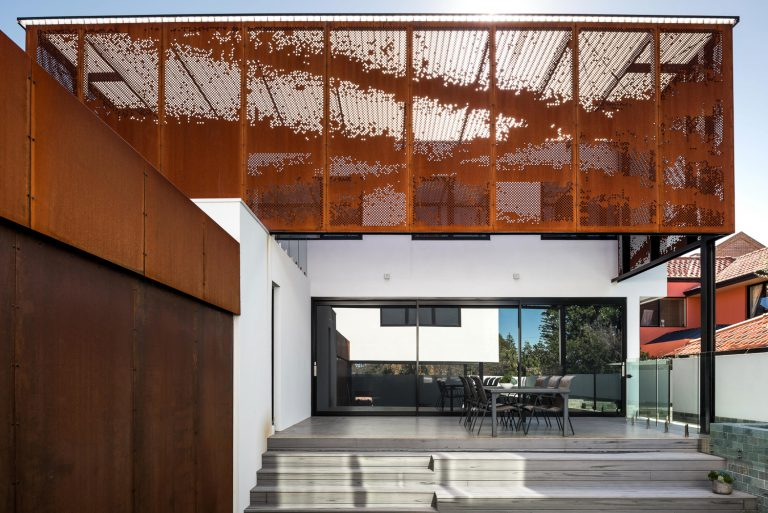 3_exterior-outdoor-living-space-designed-by-Cottesloe-Architect-Robeson-Architects.jpg