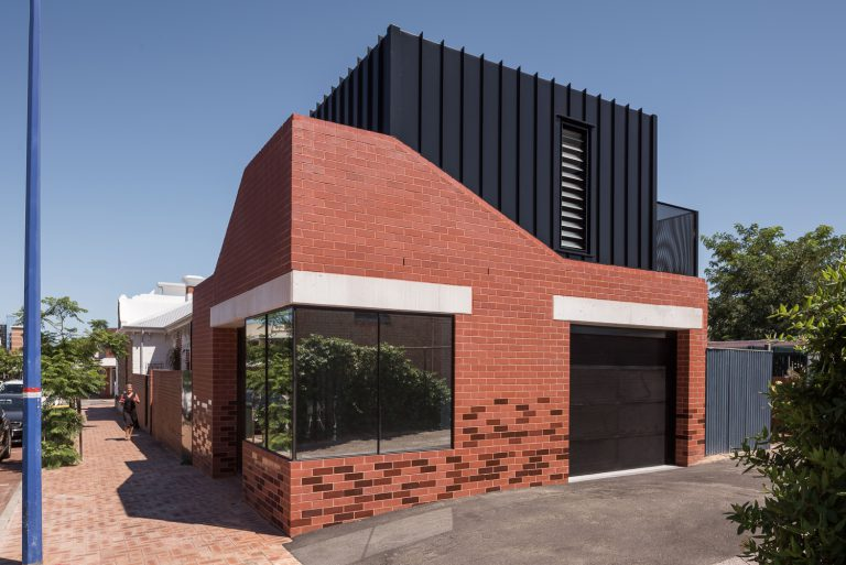 3_modern-extension-angle-landscape-King-George-heritage-renovation-Fremantle-residential-achitecture-by-Robeson-Architects-OPTION