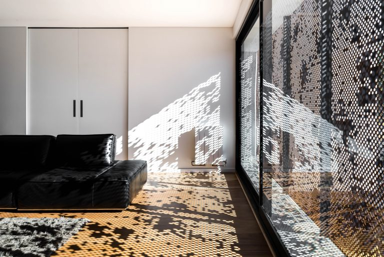 5-Lounge-room-designed-by-Cottesloe-Architect-Robeson-Architects.jpg