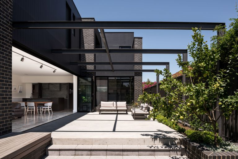5-outdoor-living-space-urban-house-western-suburbs-architect-Robeson-Architects