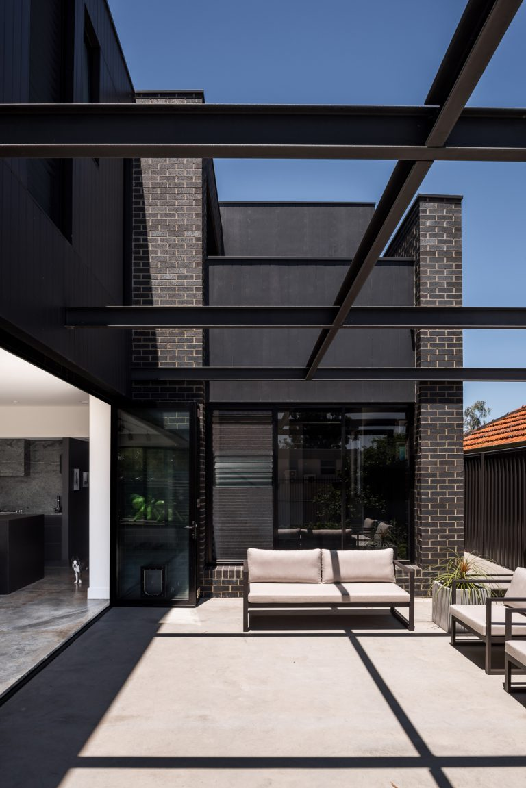 6-outdoor-lounge-urban-house-western-suburbs-architect-Robeson-Architects