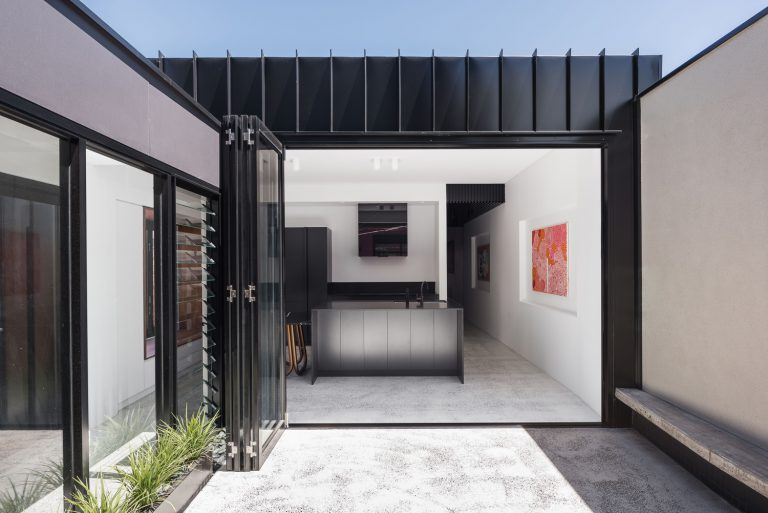 7-couryard-to-kitchen-King-George-heritage-renovation-Fremantle-residential-achitecture-by-Robeson-Architects