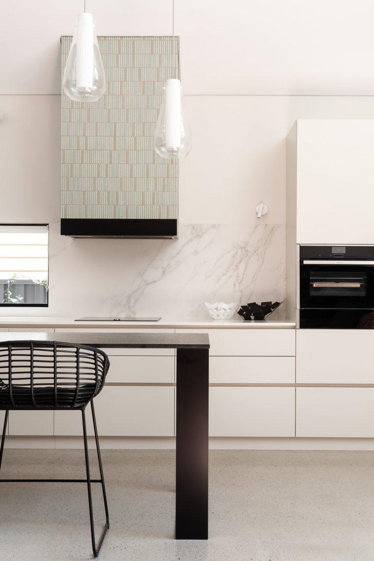 9-tiled-rangehood-Subiaco-architect-Robeson-Architects-Perth